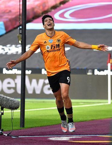 Raúl Jiménez anota ante el West Ham en la reanudación de la Premier League