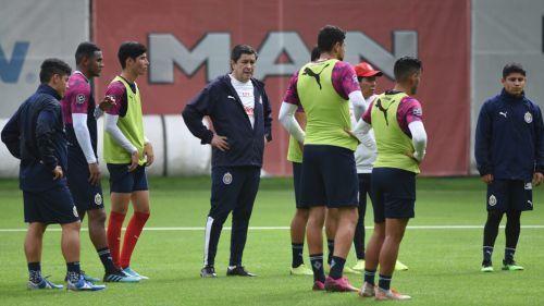 Jugadores de Chivas quiere que Tena se quede