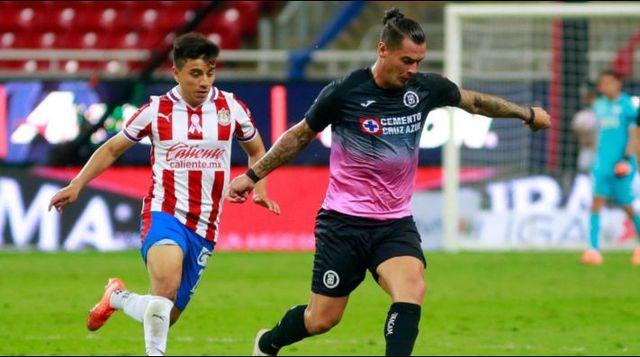 Milton Caraglio se reconcilia con la afición de Cruz Azul