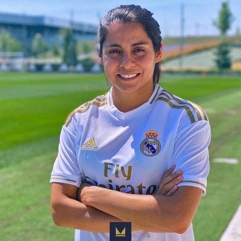 Kenti Robles en foto oficial del Real Madrid Femenino