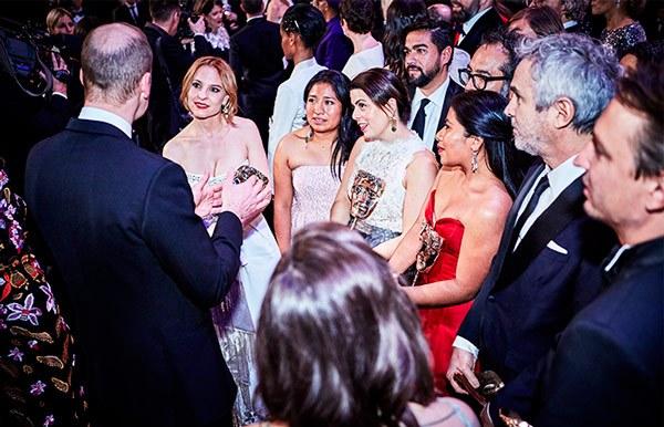 Príncipe Guillermo felicita a elenco de Roma