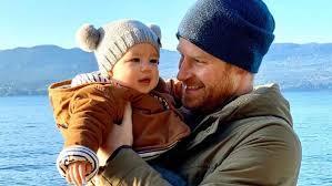 El hijo del príncipe Harry será príncipe cuando su abuelo se convierta en Rey