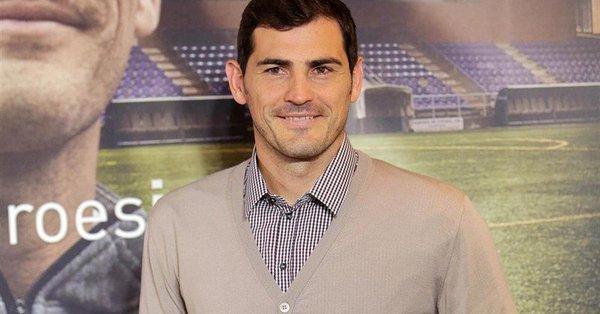 Iker Casillas deja la portería por puesto en la directiva del Porto