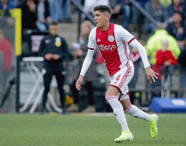 Edson Álvarez genera opiniones divididas con gente del Ajax