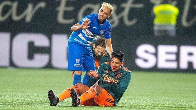 Edson Álvarez sale herido del partido ante  el Zwolle