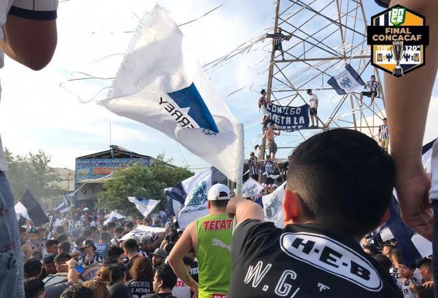 Afición se desbordó en las calles para celebrar título de Rayados