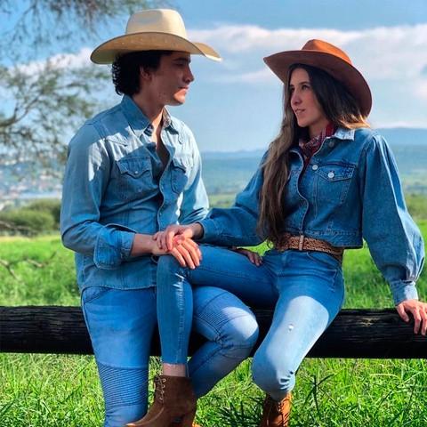 Alex Fernández celebra noviazgo de 9 años y seis meses