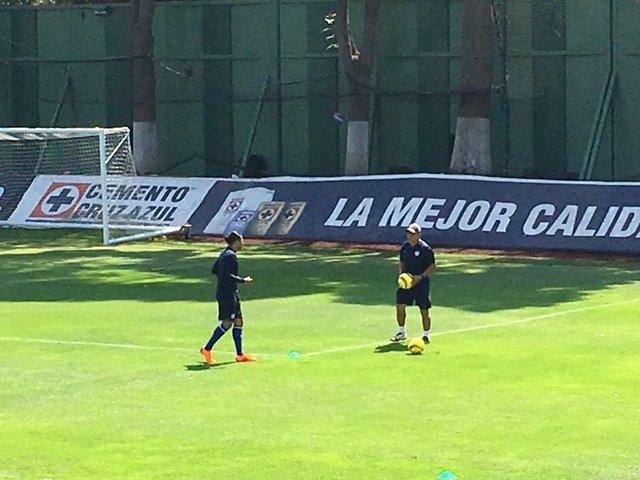 Gullit Peña no estará frente al Santos