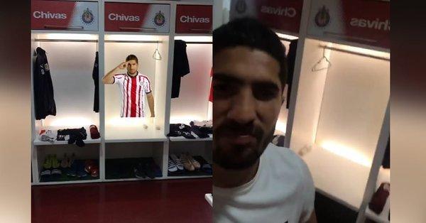 Jair Pereira saca sus cosas del vestidor de Chivas