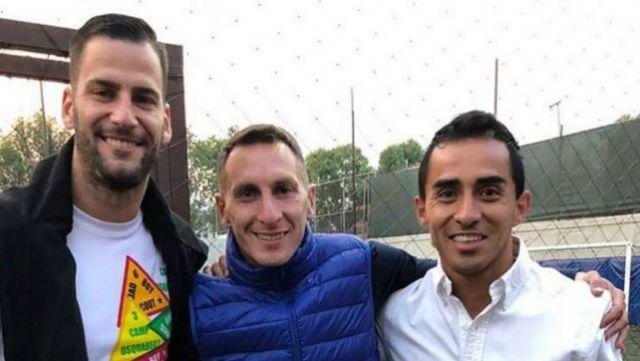 Jugadores de Cruz Azul acompañan a Chaco Giménez es su cumpleaños