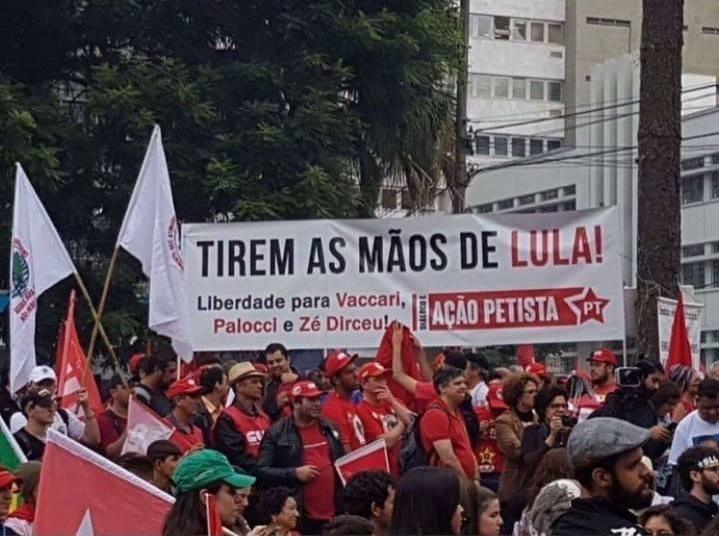 Ação Petista (PT) Tirem as mãos de Lula! Liberdade para Vaccari, Palocci e Zé Dirceu!