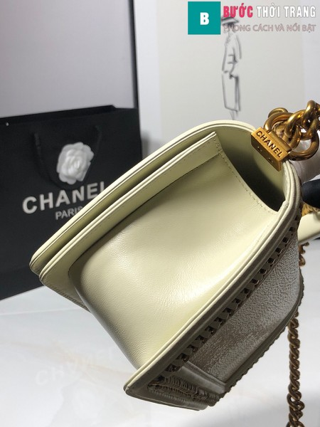 Túi xách Chanel boy siêu cấp da cá đuối màu trắng size 25 cm - A67086