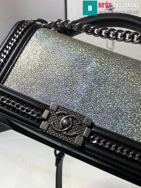 Túi xách Chanel boy siêu cấp da cá đuối màu đen bạc 2 size 25 cm - A67086