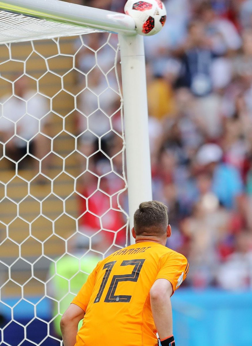World Cup 2018 France Argentina Antoine Griezmann shoots the ball, Franco Armani watches the ball hit the post. Mahmoud Khaled (EFE)