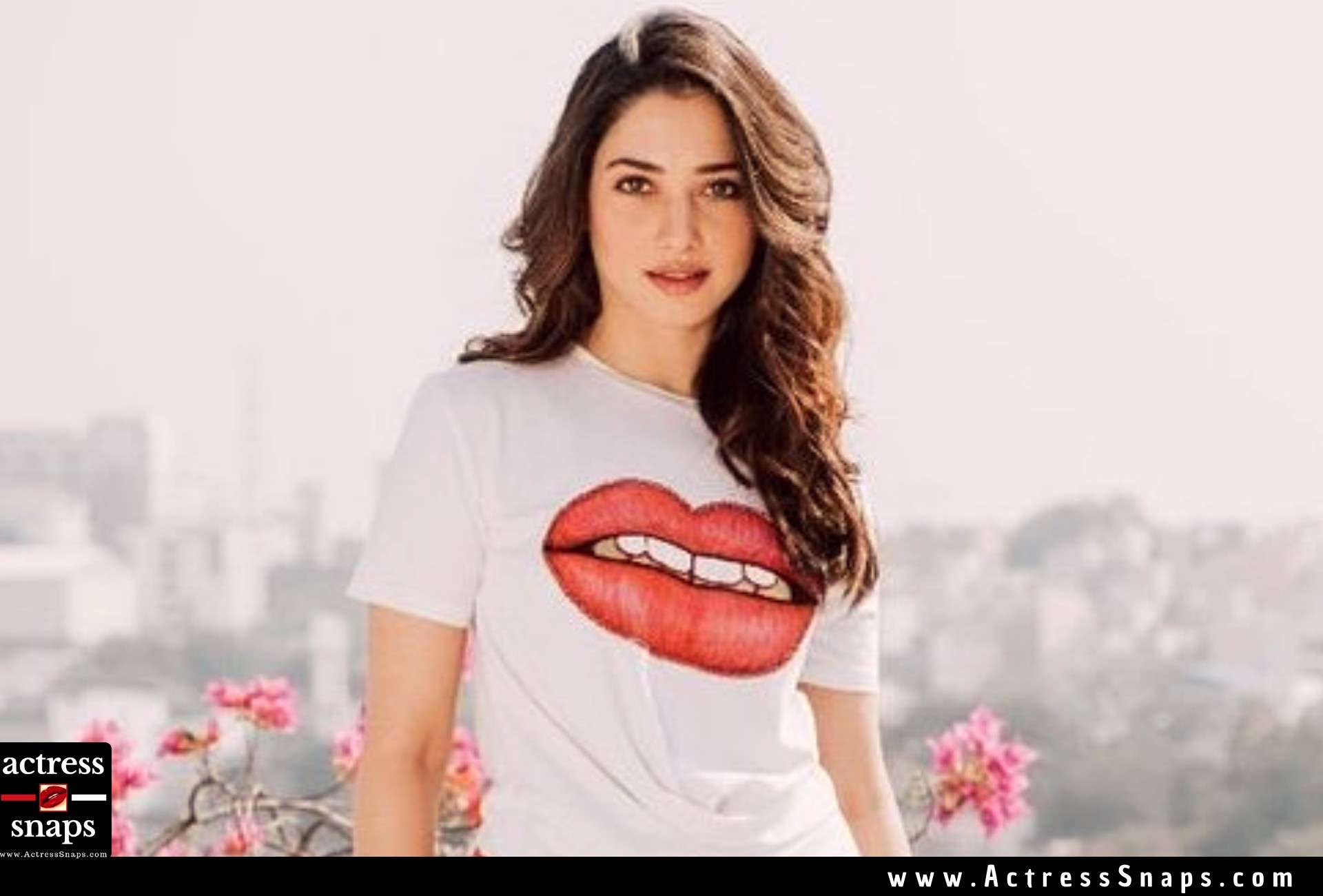 Tamannaah Bhatia looking extremely cute in this latest Photoshoot