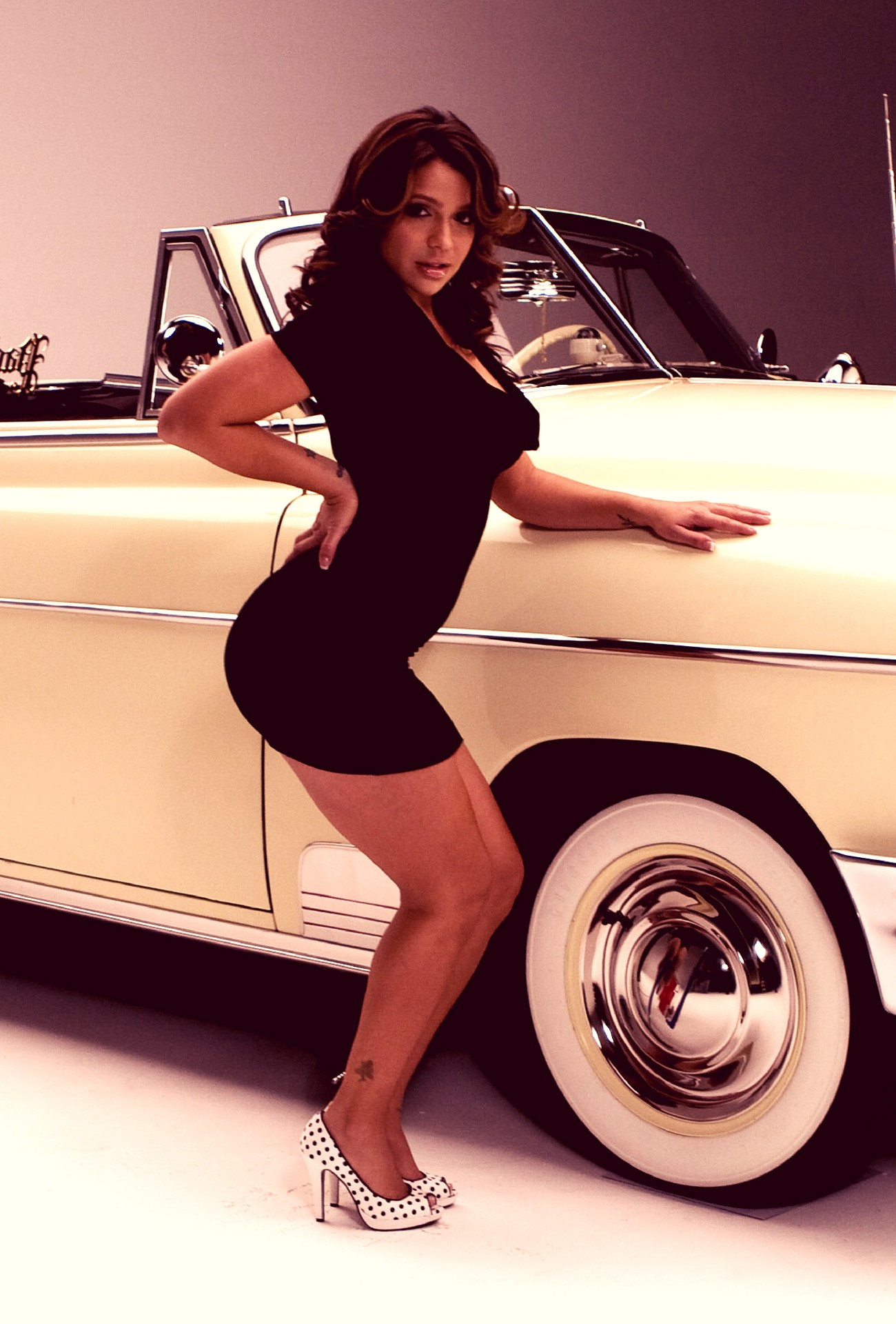 Vida Guerra - Low Rider Photo Shoot - Sexy Actress Pictures | Hot Actress Pictures - ActressSnaps.com