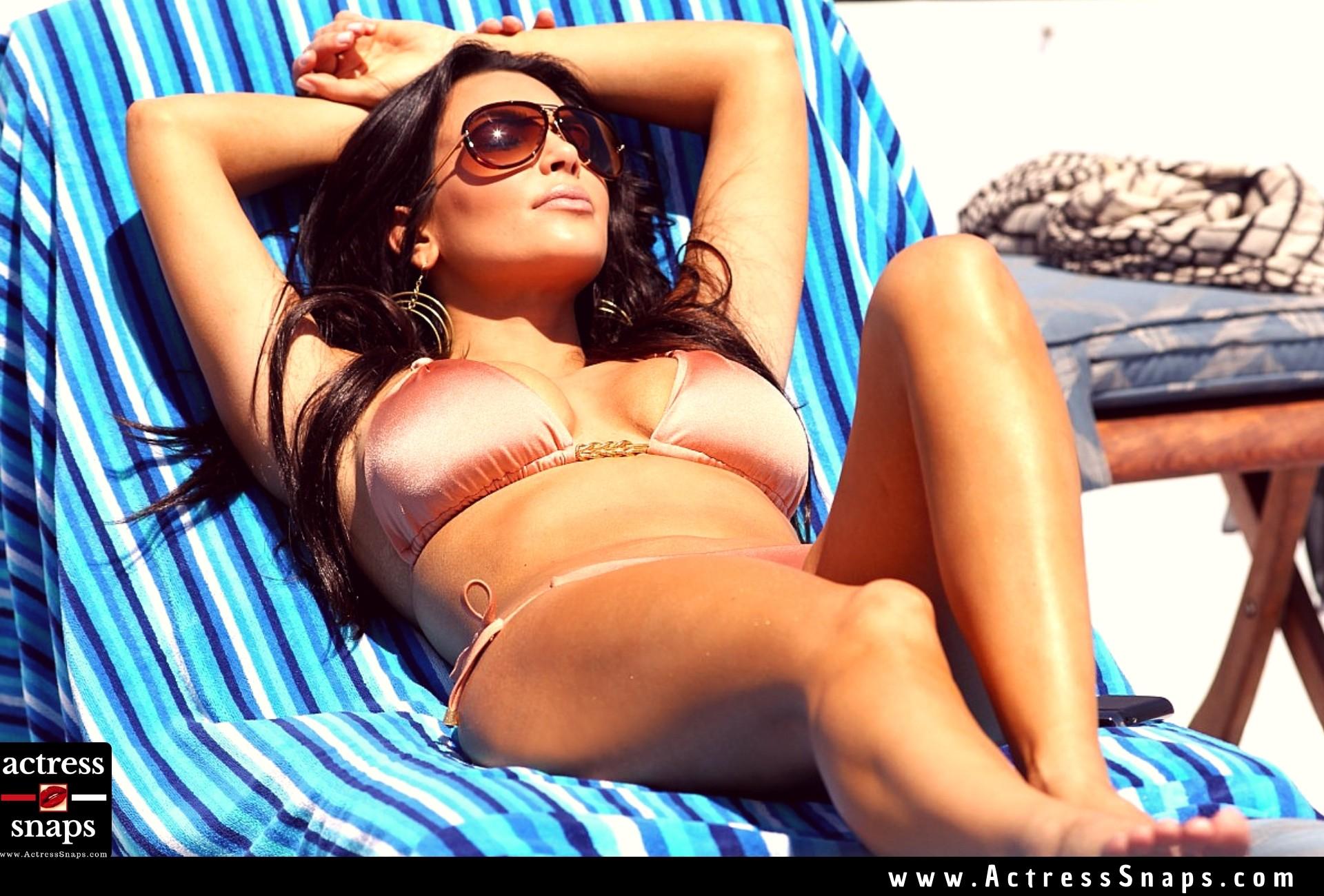 Kim Kardashian Bikini Candids from Miami - Sexy Actress Pictures | Hot Actress Pictures - ActressSnaps.com