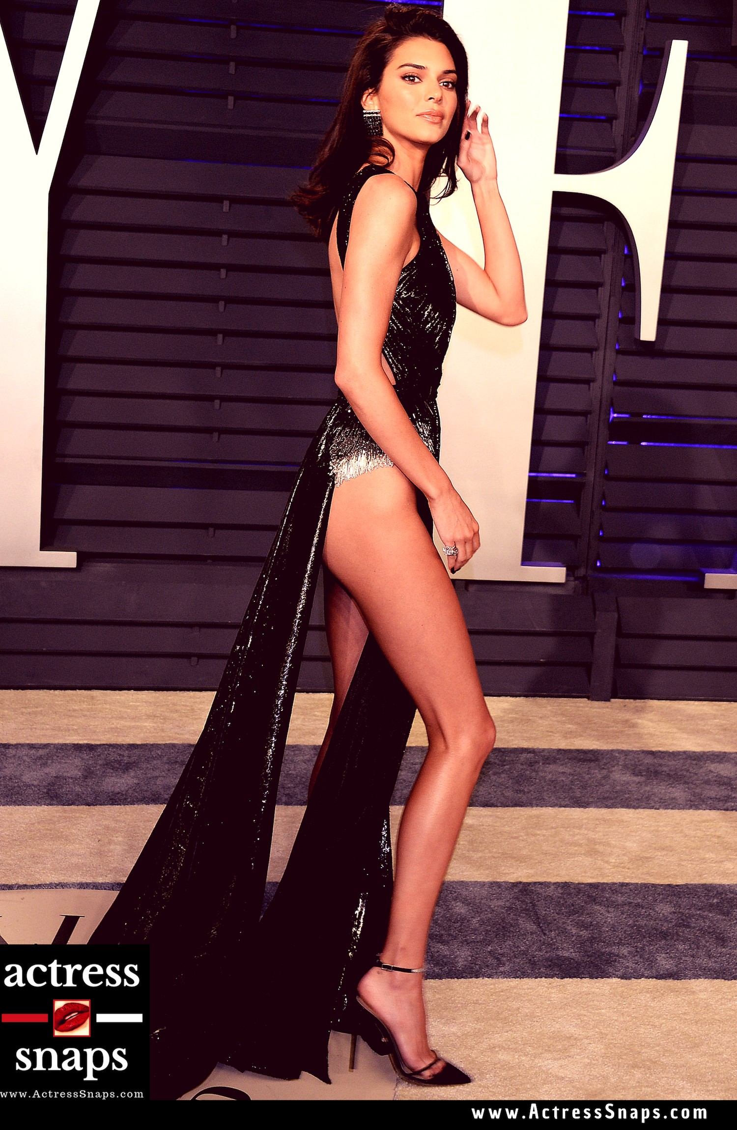 Kendall Jenner - 2019 Oscars Vanity Fair Party - Sexy Actress Pictures | Hot Actress Pictures - ActressSnaps.com