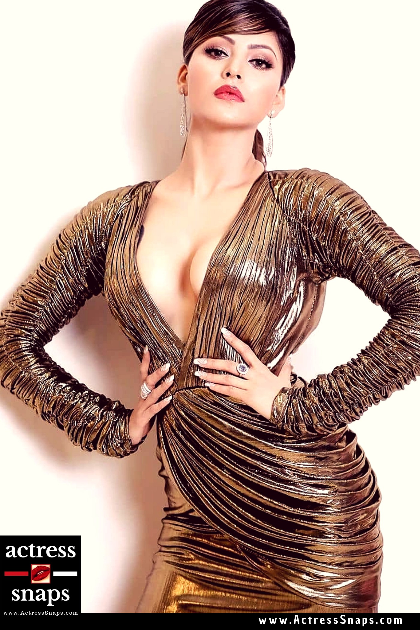 Urvashi Rautela - Sexy at Femina Miss India 2019 - Sexy Actress Pictures | Hot Actress Pictures - ActressSnaps.com