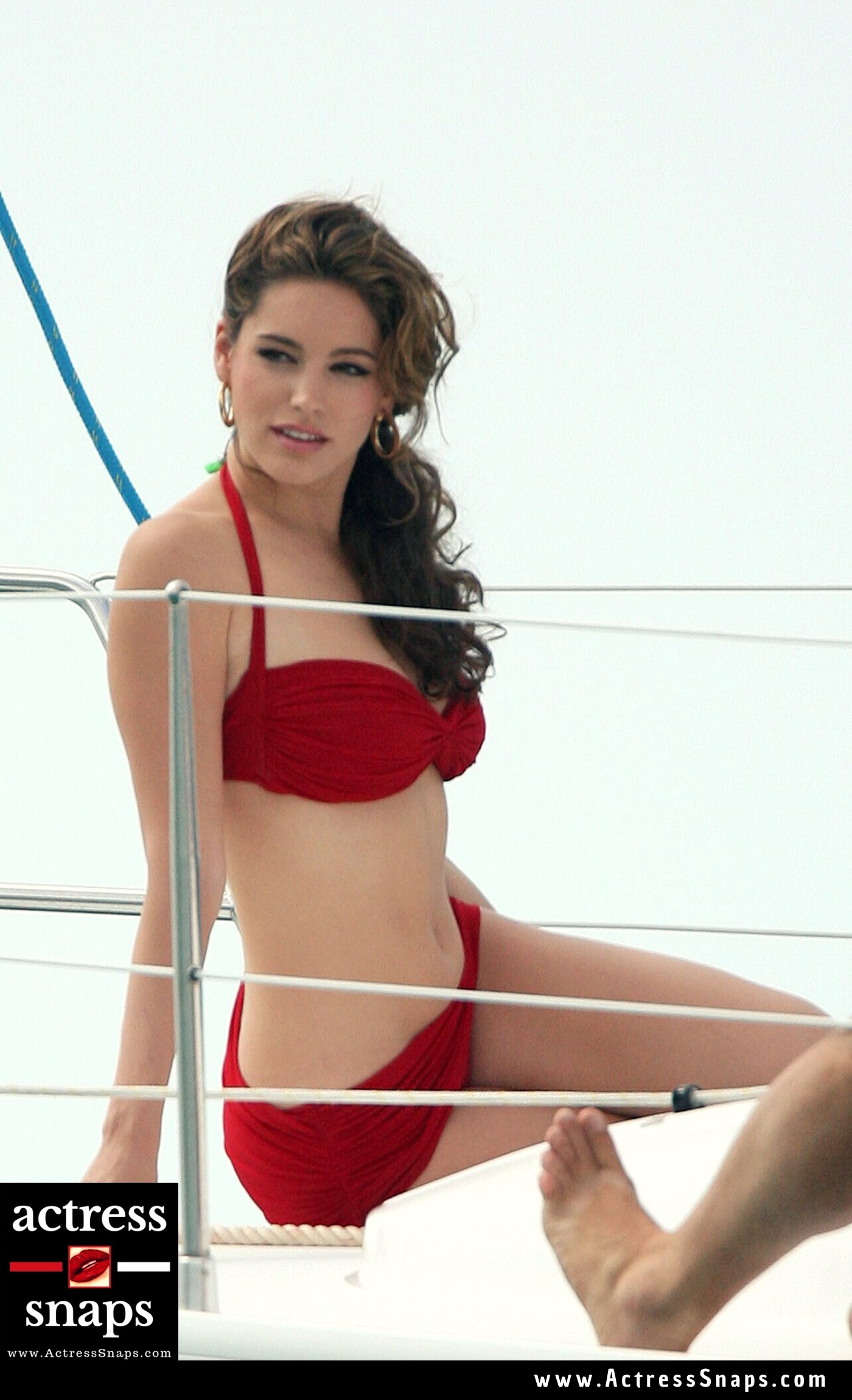 Kelly Brook in Sexy Red Bikini - Sexy Actress Pictures | Hot Actress Pictures - ActressSnaps.com