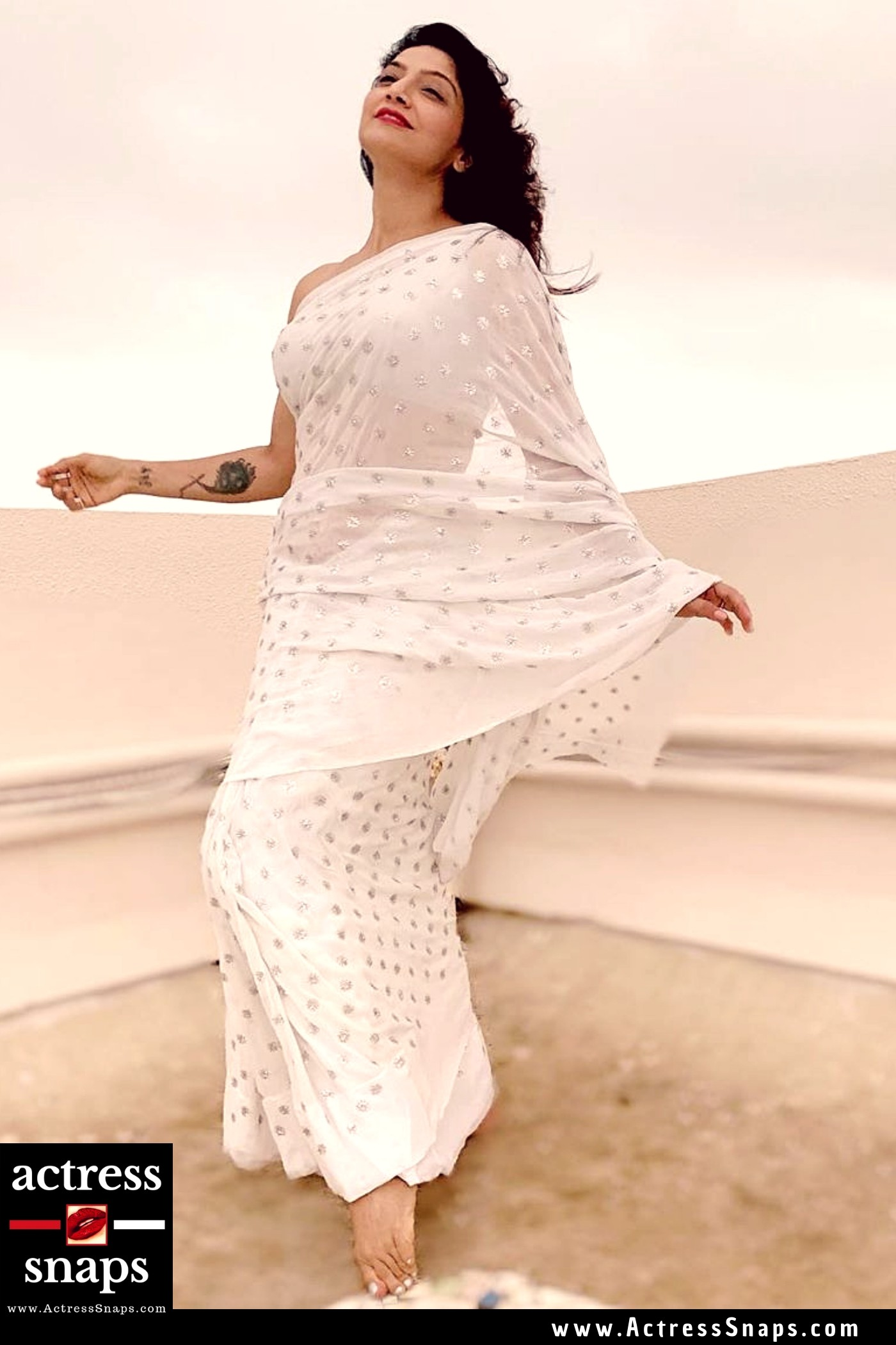 Aarti Nagpal - Sexy in White Saree - Sexy Actress Pictures | Hot Actress Pictures - ActressSnaps.com