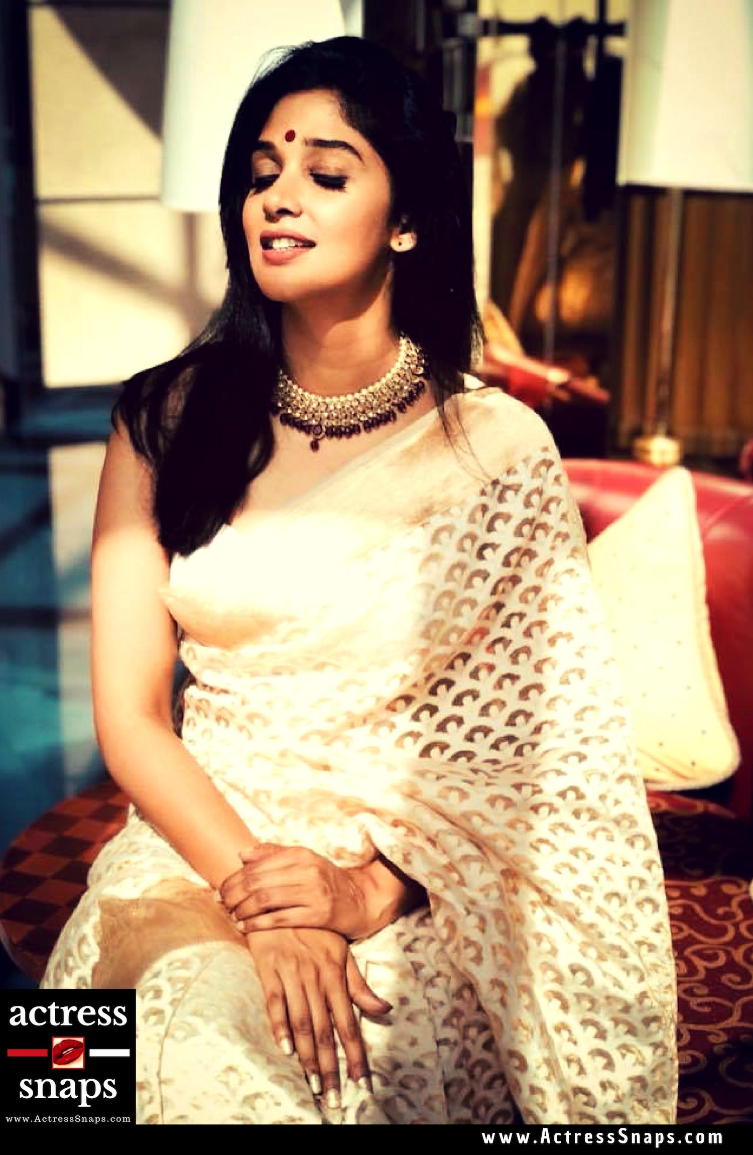 Beautiful Malayalam Actress, Nyla Usha Pictures in Sarees - Sexy Actress Pictures | Hot Actress Pictures - ActressSnaps.com
