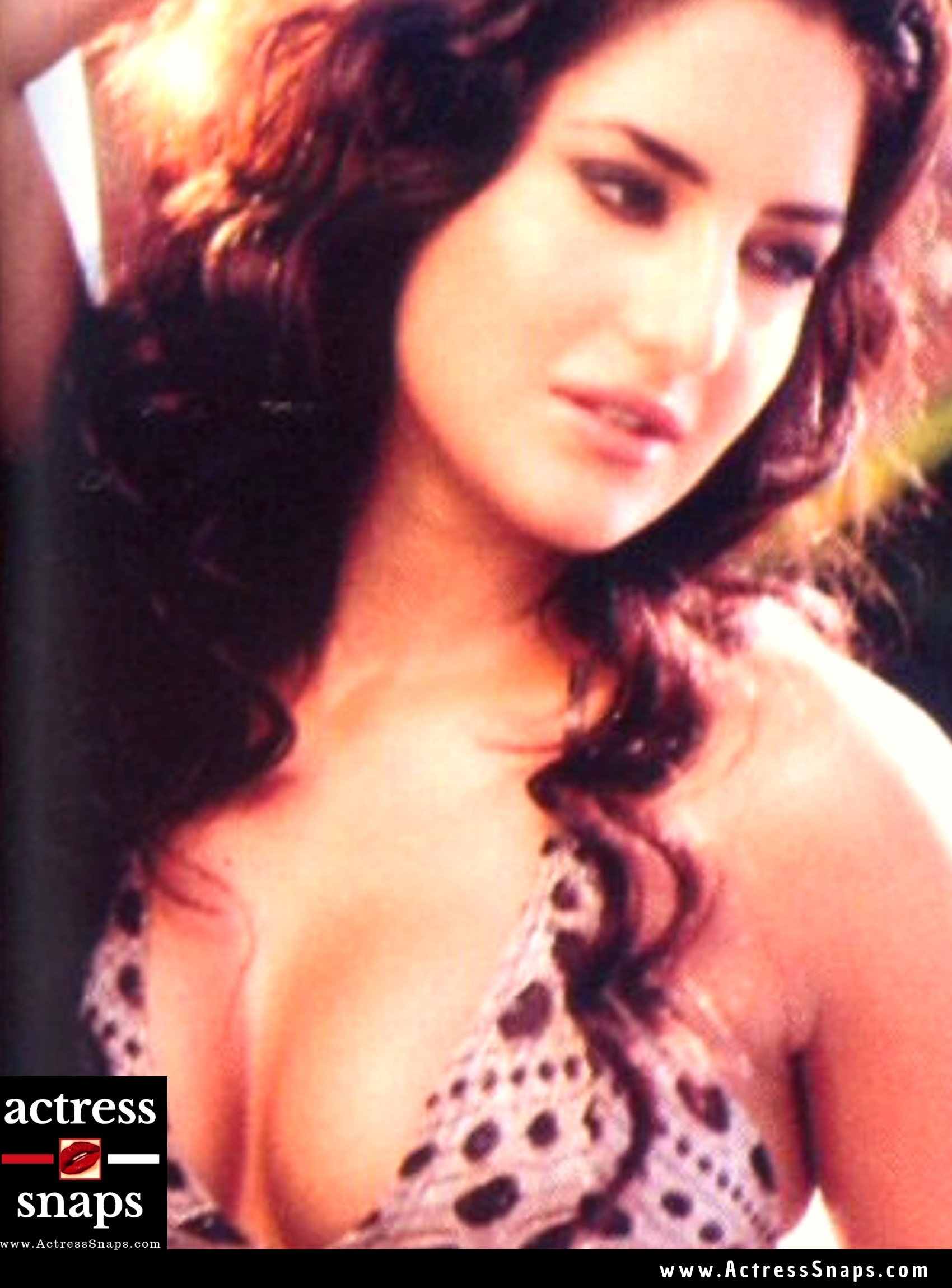 Katrina Kaif - Swimsuit and Bikini Photos - Sexy Actress Pictures | Hot Actress Pictures - ActressSnaps.com