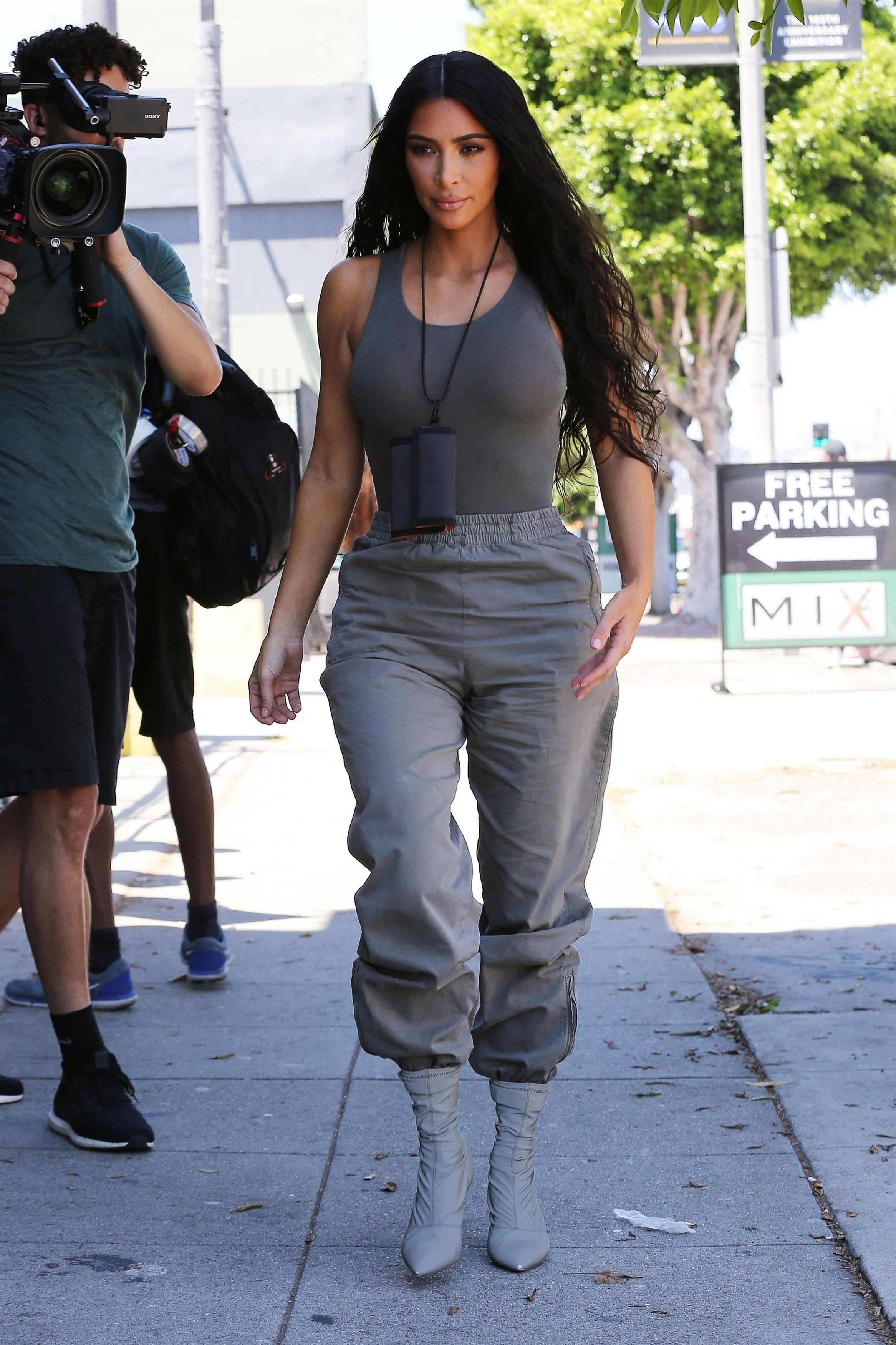 Latest Kim Kardashian Candid Pictures - Sexy Actress Pictures | Hot Actress Pictures - ActressSnaps.com