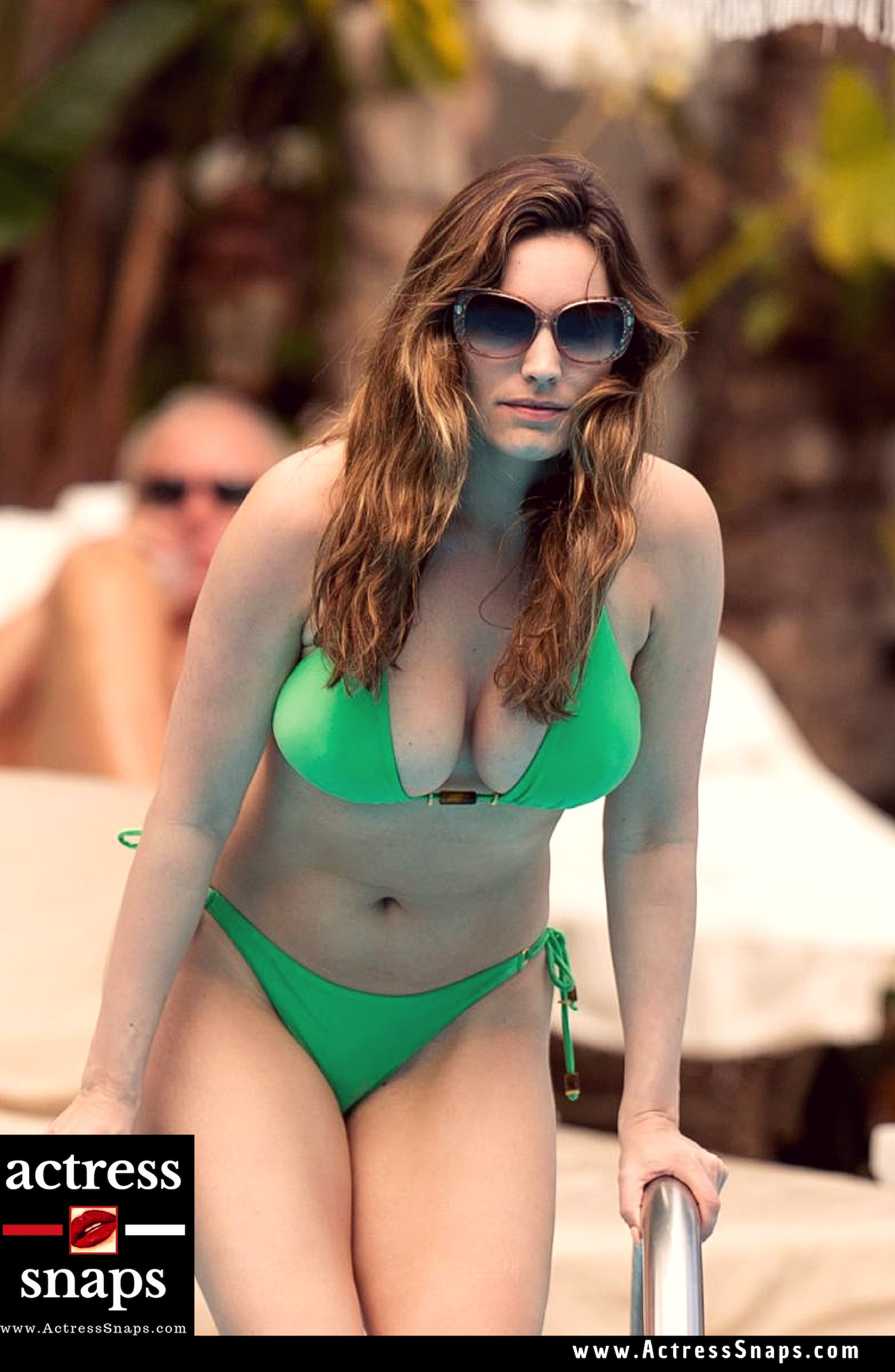 Sexy Kelly Brook - Bikini/Swimwear Photos Collection - Sexy Actress Pictures | Hot Actress Pictures - ActressSnaps.com