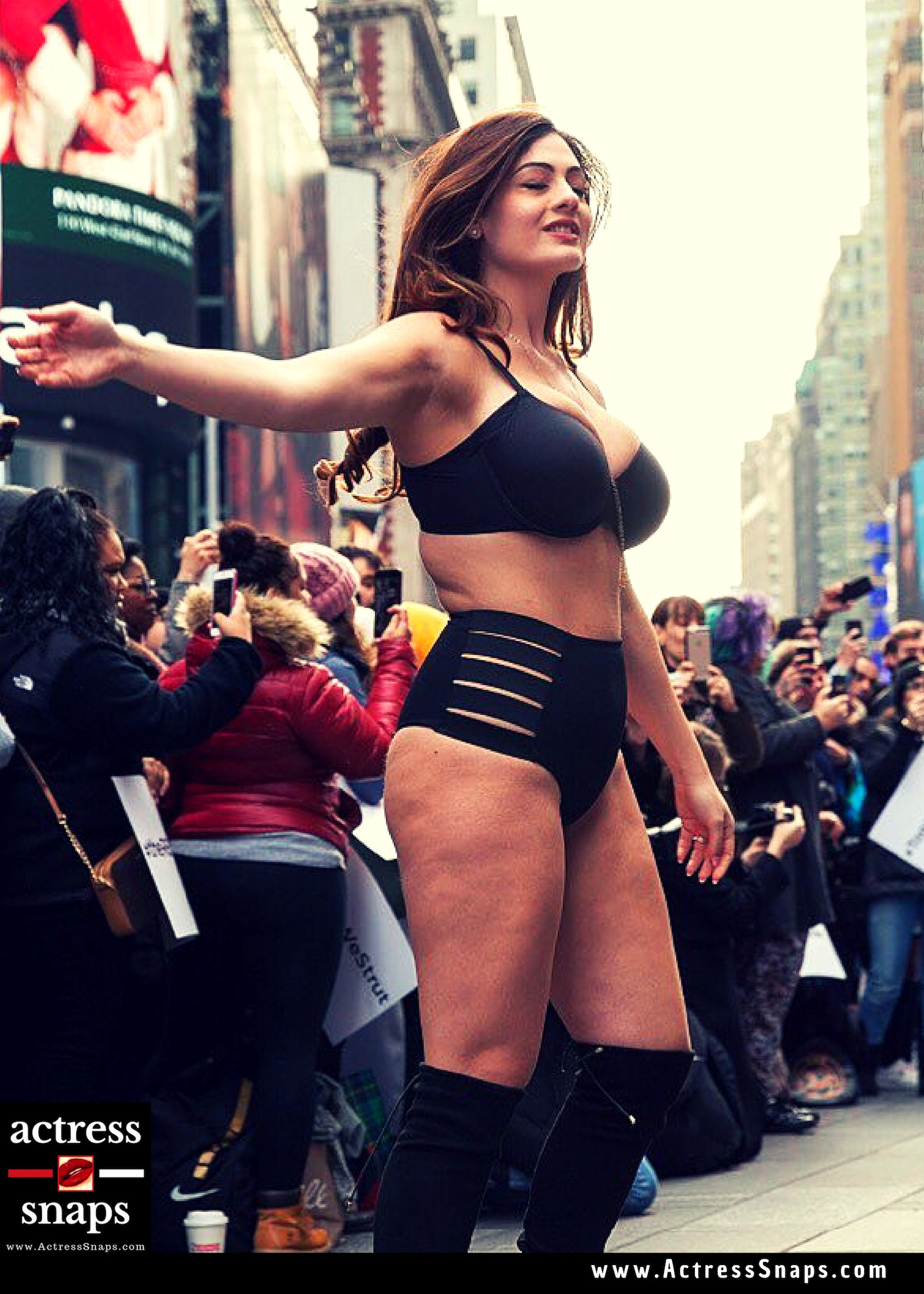 Paola Torrente - Catwalk at New York City - Sexy Actress Pictures | Hot Actress Pictures - ActressSnaps.com