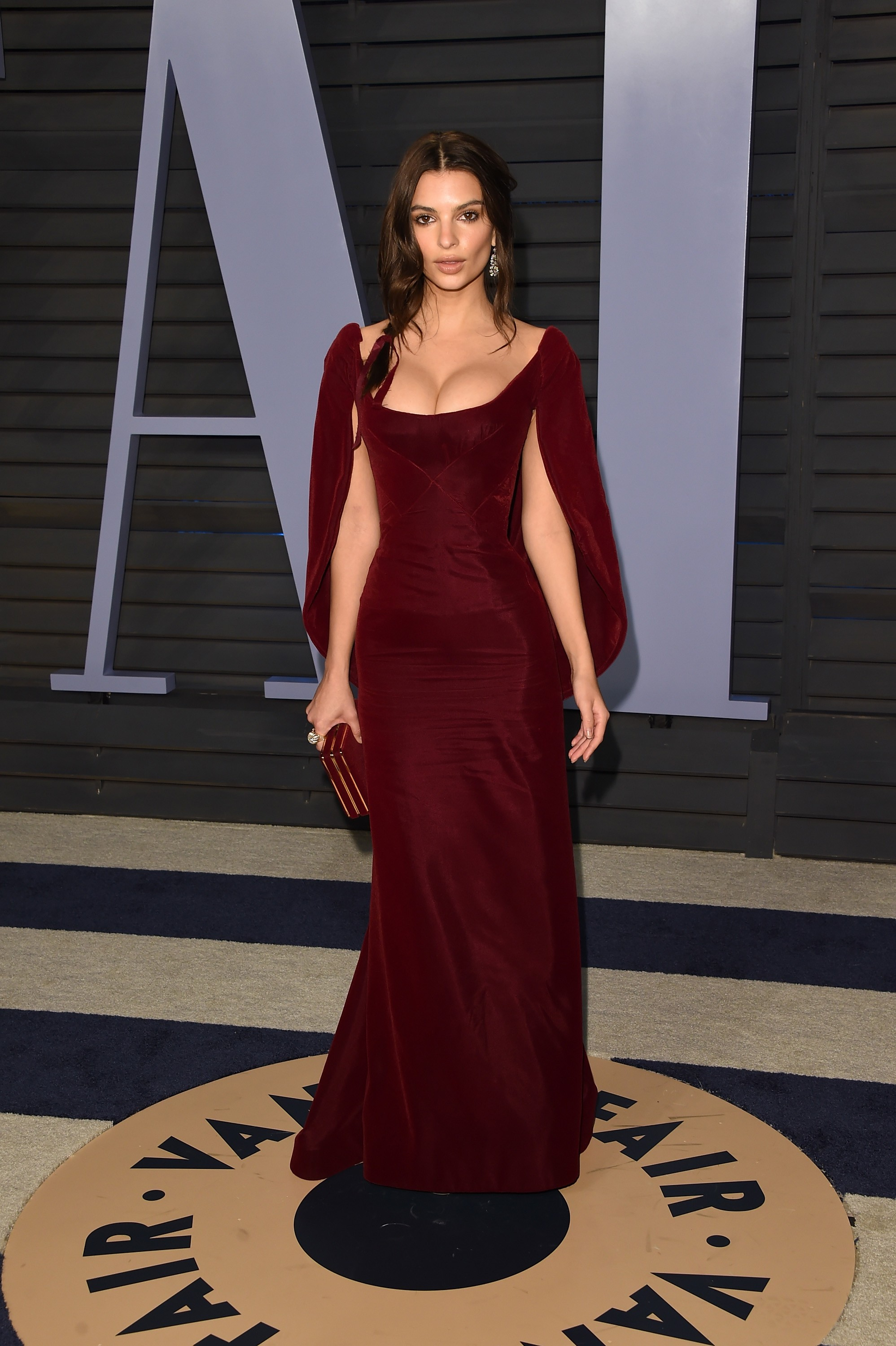 Emily Ratajkowski Pictures from Oscar 2018 Party - New Look Photo Shoot - Sexy Actress Pictures | Hot Actress Pictures - ActressSnaps.com