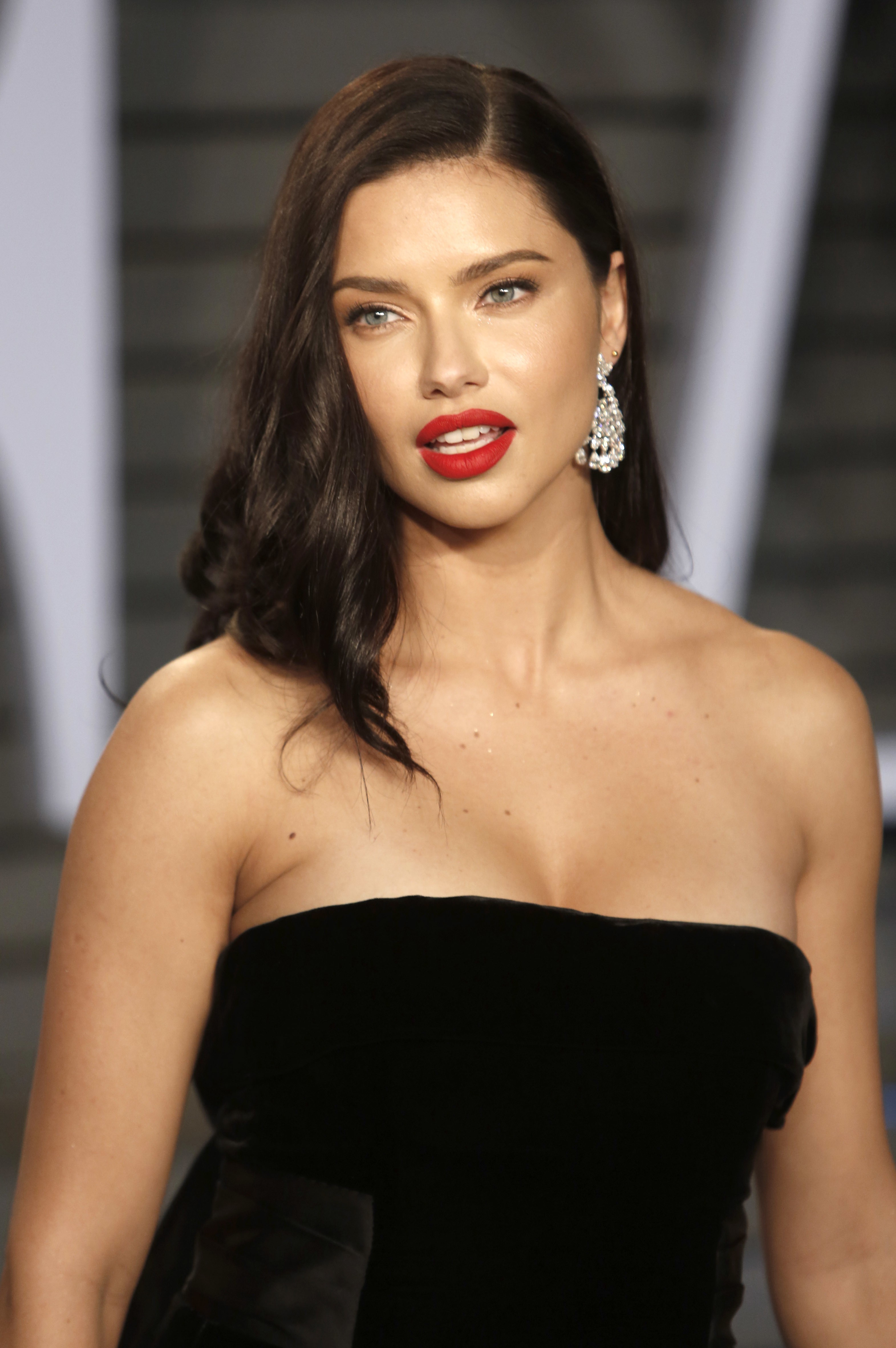 Adriana Lima at 2018 Vanity Fair Oscar Party Pictures - Sexy Actress Pictures | Hot Actress Pictures - ActressSnaps.com
