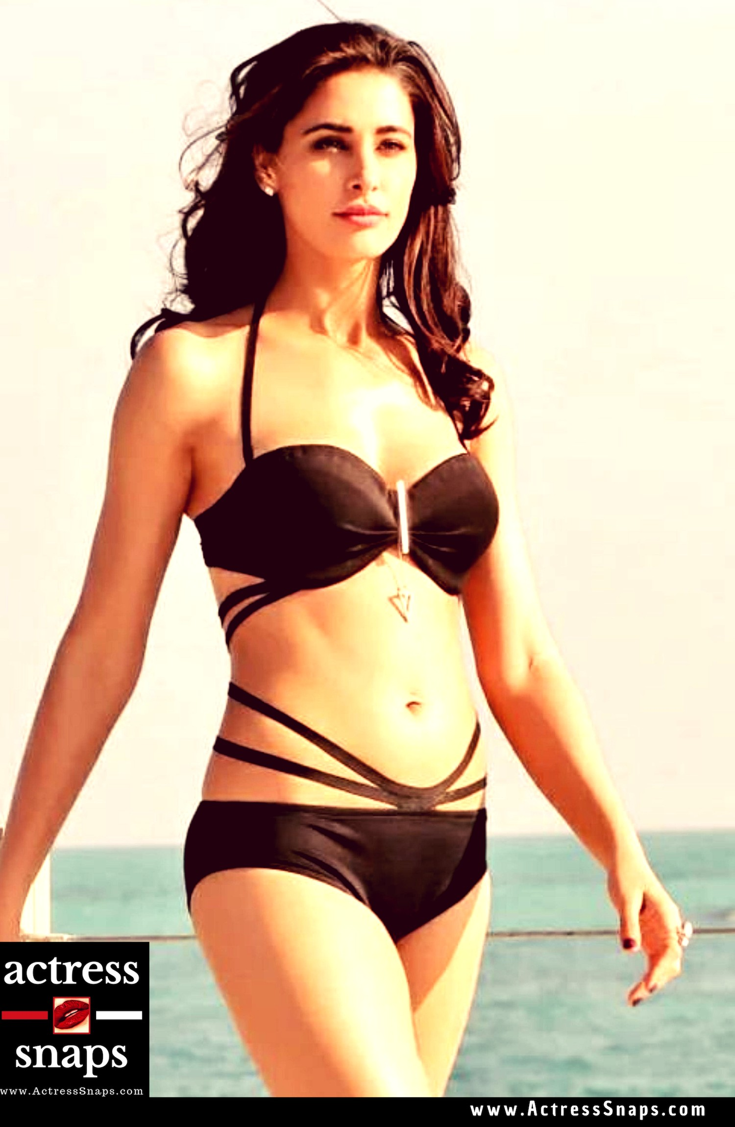 Nargis Fakhri - Sexy GIFS Collection - Sexy Actress Pictures | Hot Actress Pictures - ActressSnaps.com