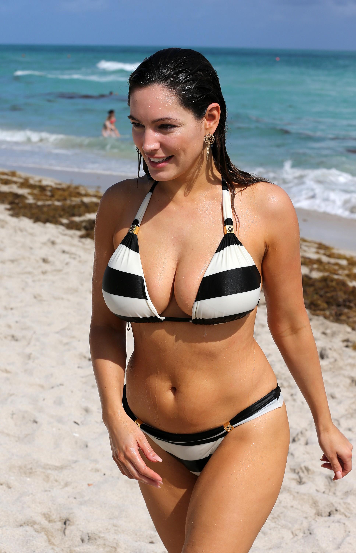 Sexy Kelly Brook Black & White Bikini Pictures - Sexy Actress Pictures | Hot Actress Pictures - ActressSnaps.com