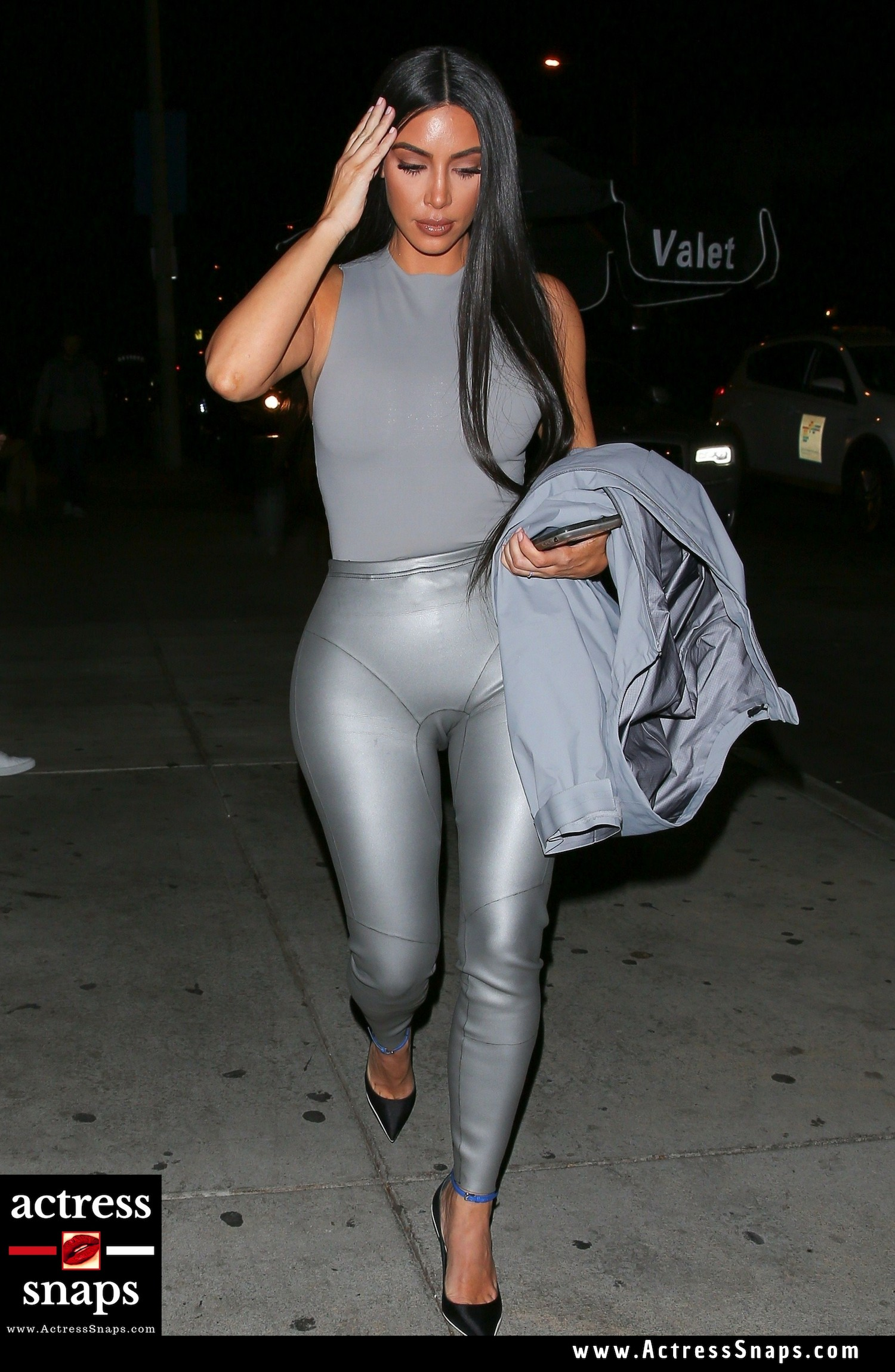 Kim Kardashian - Hot in Grey - Sexy Actress Pictures | Hot Actress Pictures - ActressSnaps.com