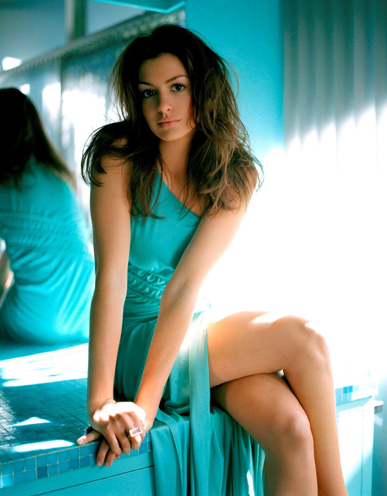 Anne Hathaway - Nicholas Samartis Photoshoot - Sexy Actress Pictures | Hot Actress Pictures - ActressSnaps.com