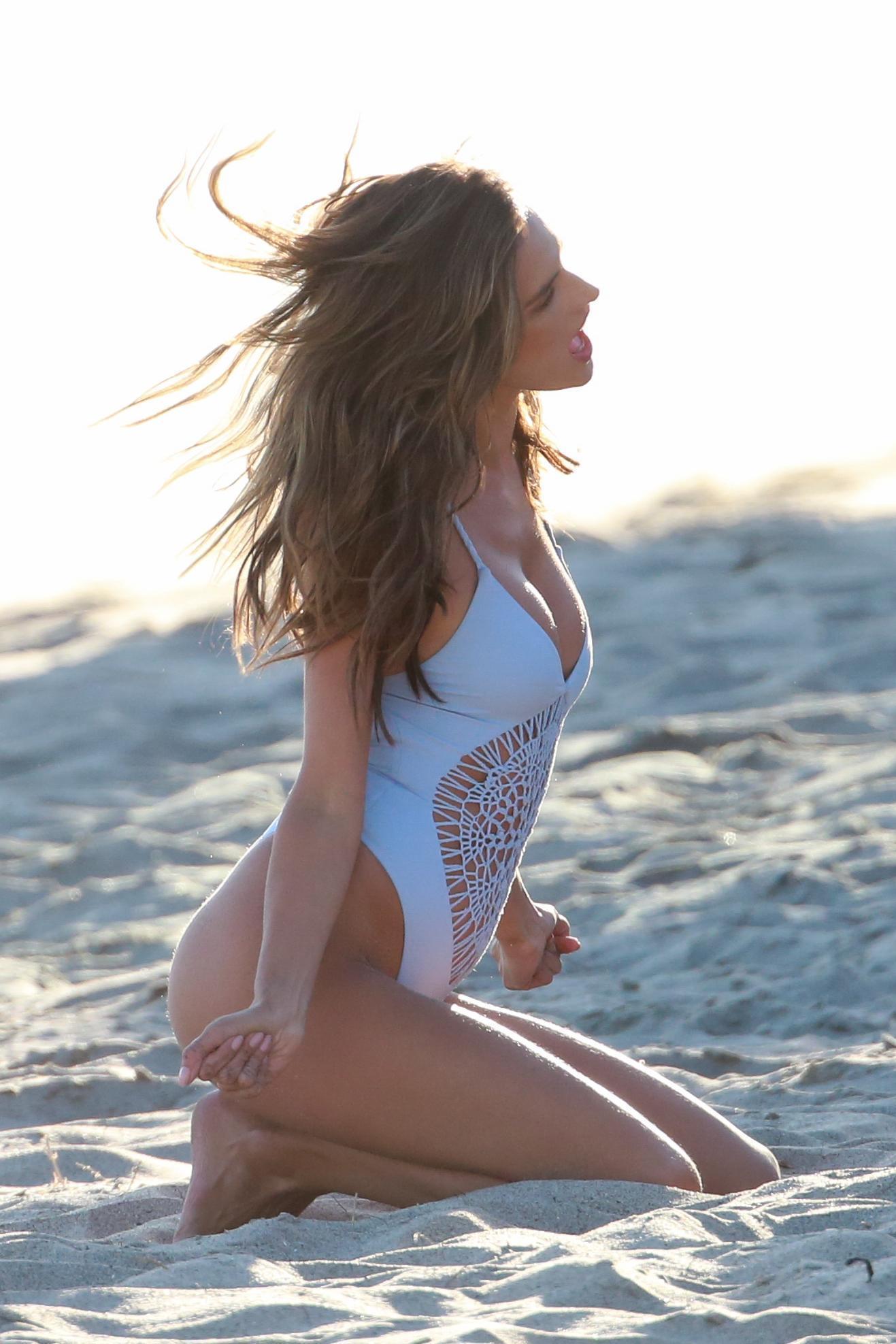 Sexy Alessandra Ambrosio PhotoShoot Pictures - Sexy Actress Pictures | Hot Actress Pictures - ActressSnaps.com