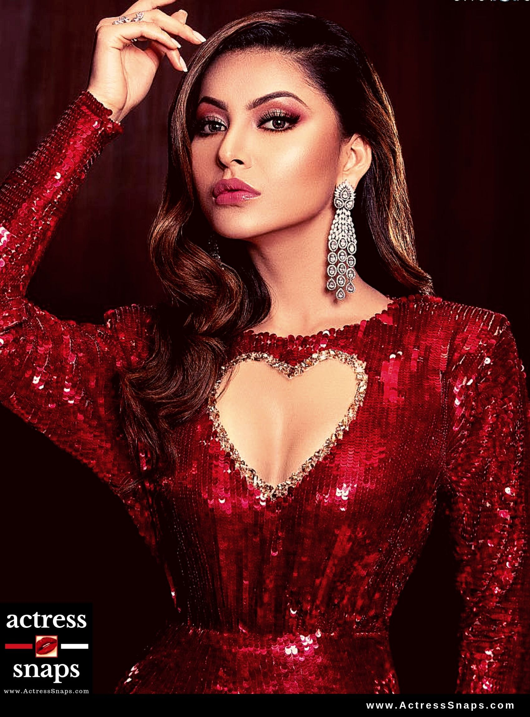 Sexiest GIFs of Urvashi Rautela - Sexy Actress Pictures | Hot Actress Pictures - ActressSnaps.com