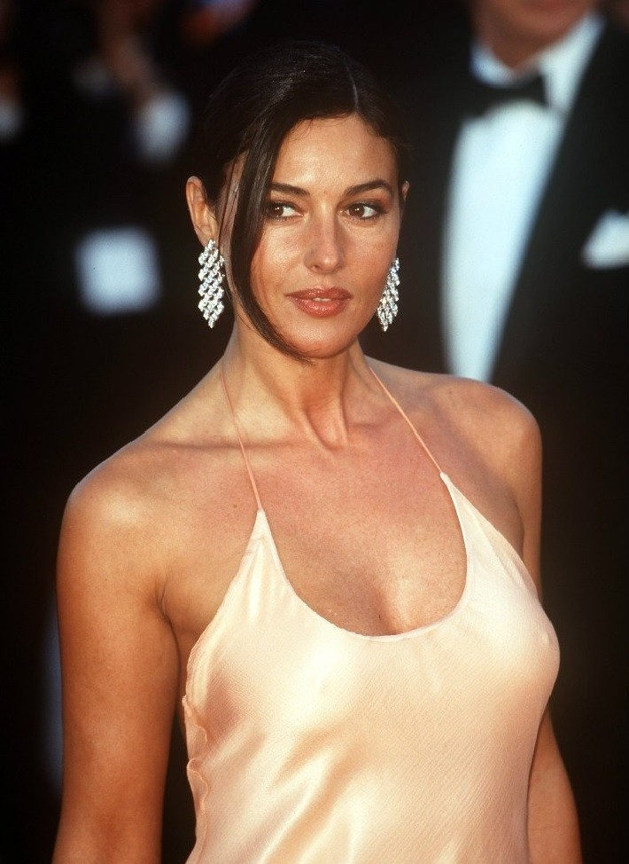 Sexy Monica Bellucci at Laures Awards 2001 - Sexy Actress Pictures | Hot Actress Pictures - ActressSnaps.com