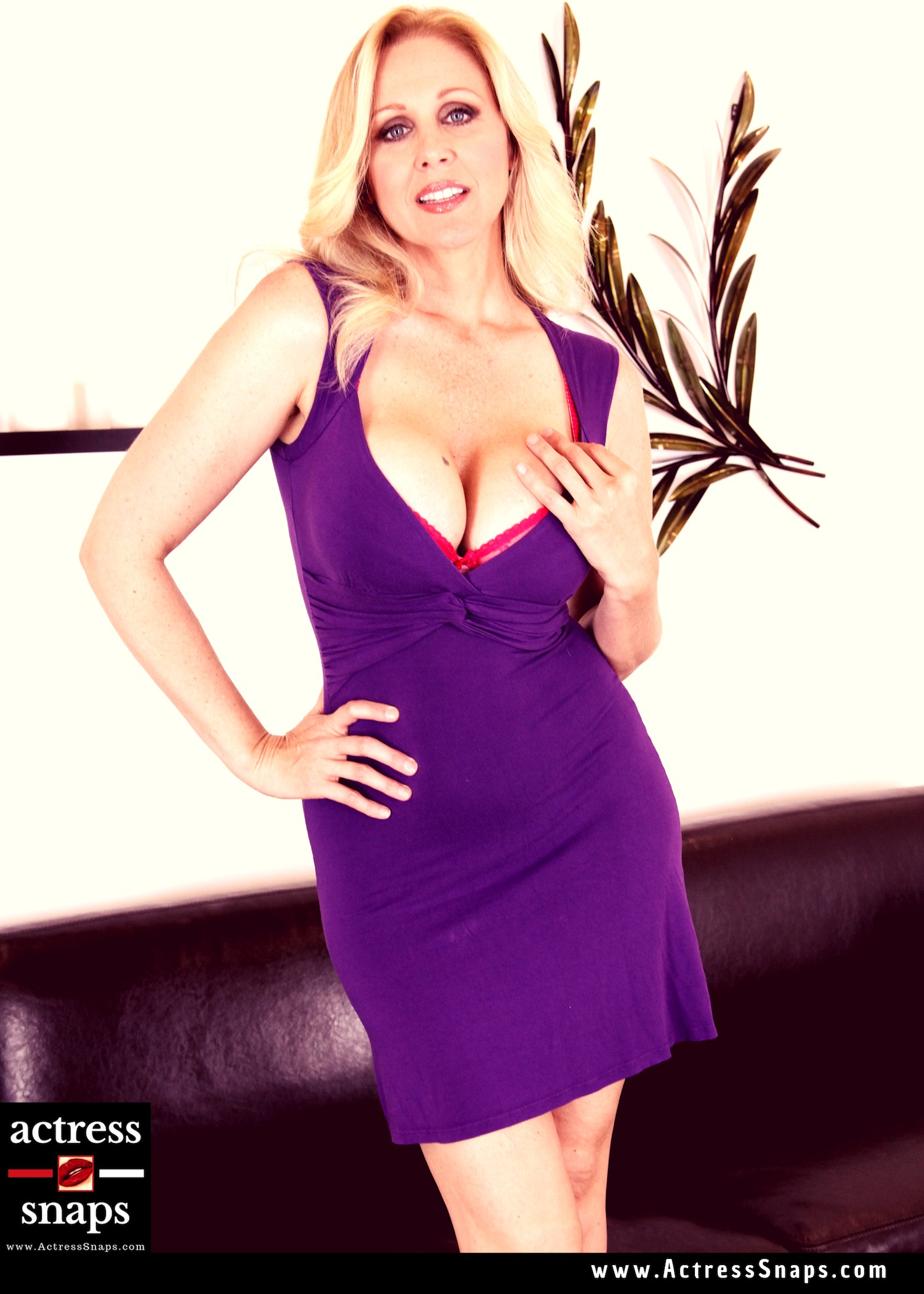 Sexy Julia Ann Pictures - Sexy Actress Pictures | Hot Actress Pictures - ActressSnaps.com