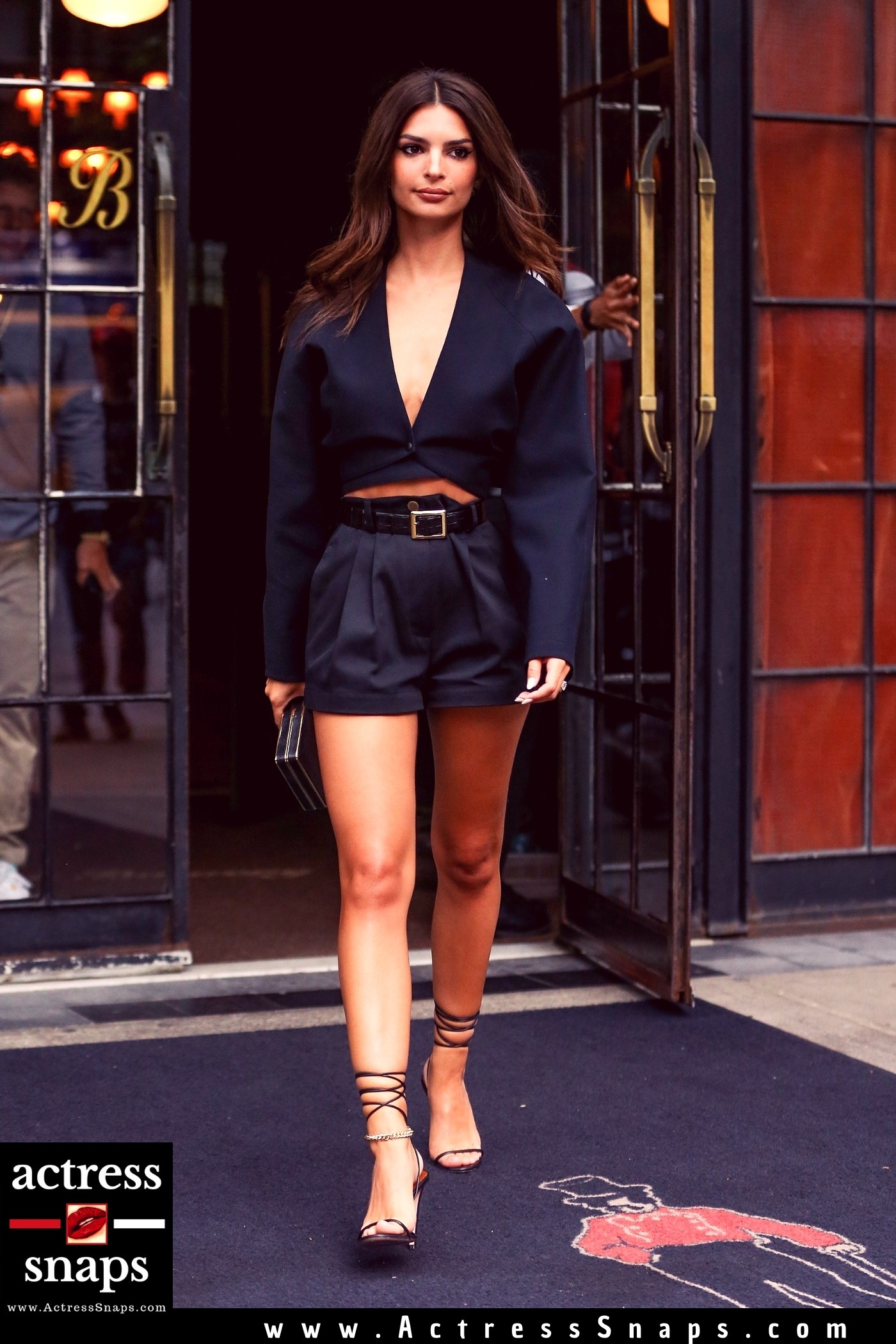 Emily Ratajkowski- Sexy in Black - Sexy Actress Pictures | Hot Actress Pictures - ActressSnaps.com