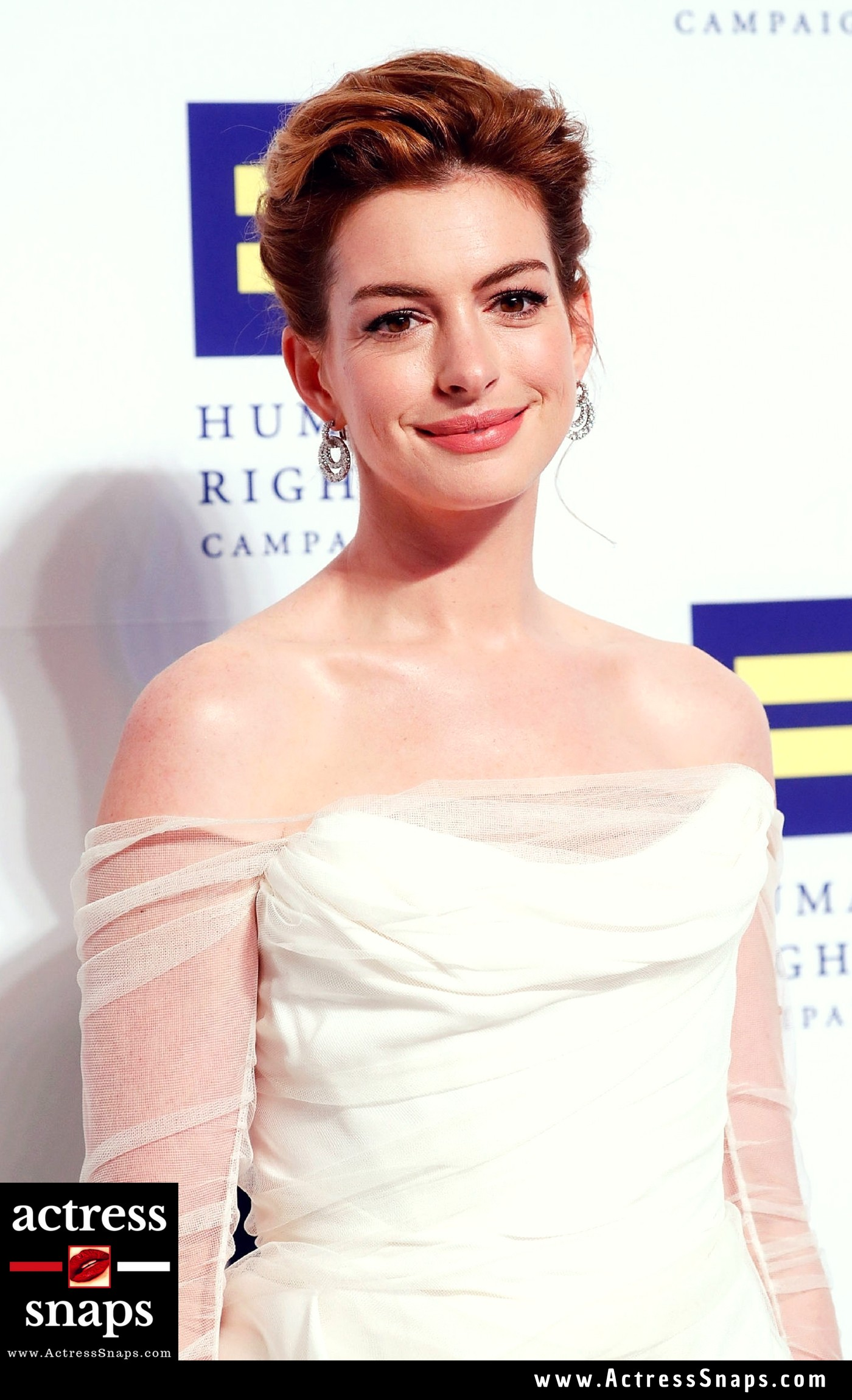 Anne Hathaway - Beautiful in White - Sexy Actress Pictures | Hot Actress Pictures - ActressSnaps.com