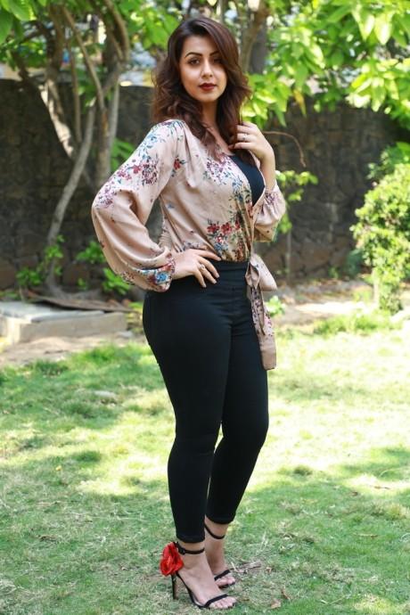 Nikki Galrani Photos at Kalakalappu Movie Photocall - Sexy Actress Pictures   Hot Actress Pictures - ActressSnaps.com