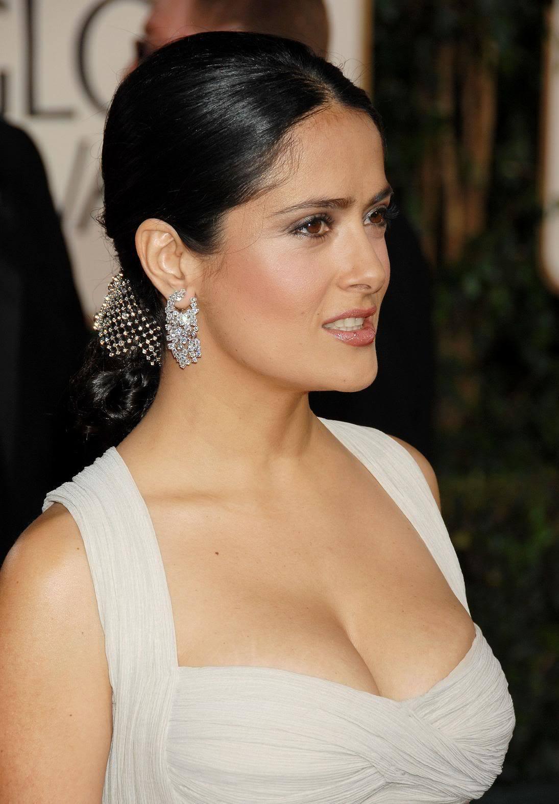 Salma Hayek at the Golden Globe Awards - Sexy Actress Pictures | Hot Actress Pictures - ActressSnaps.com