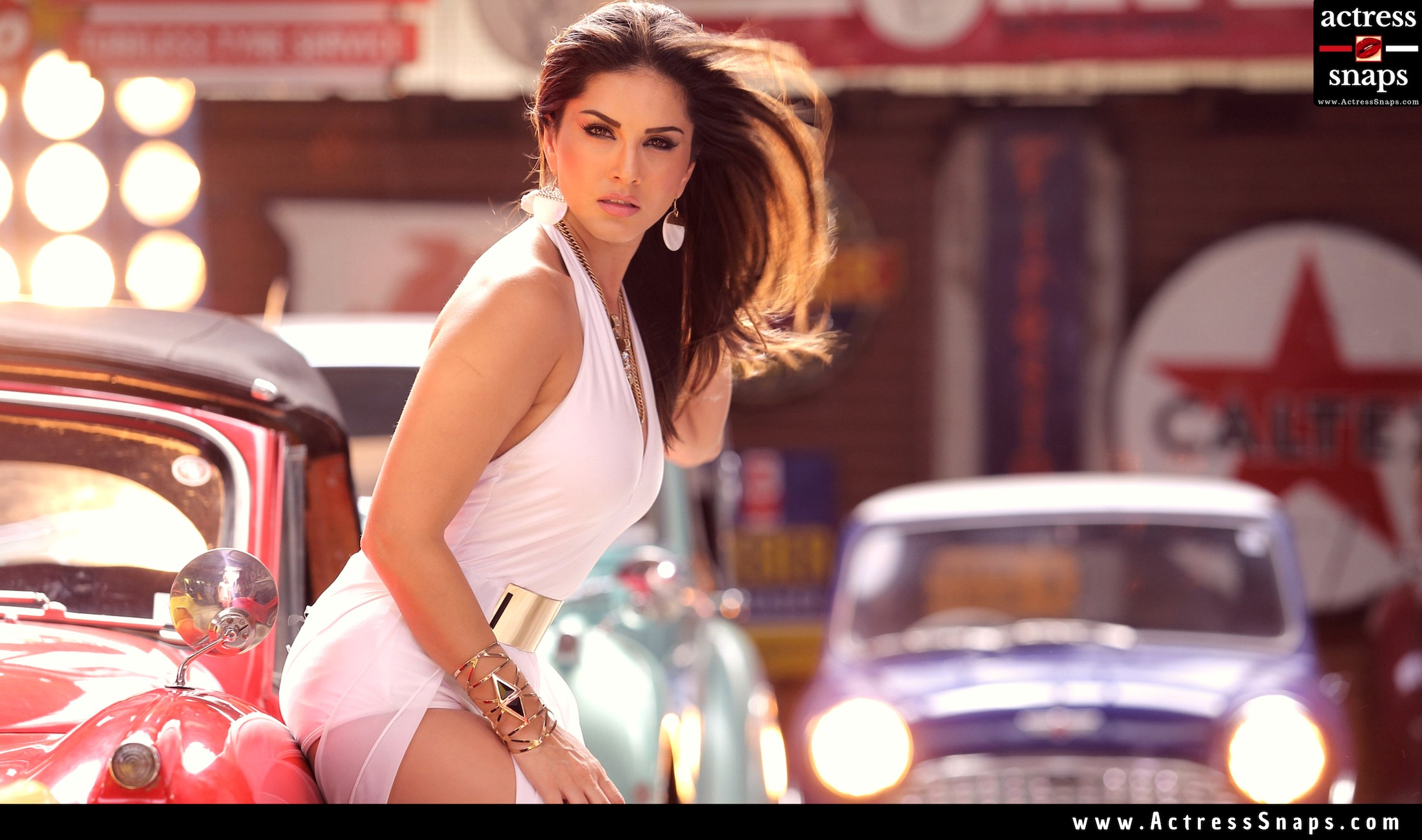 Sexy Sunny Leone GIFs Collections - Sexy Actress Pictures | Hot Actress Pictures - ActressSnaps.com