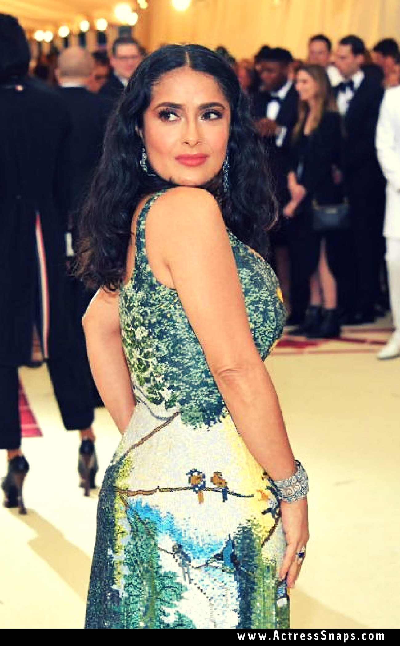 Beautiful Salma Hayek at 2018 MET Gala Pictures - Sexy Actress Pictures | Hot Actress Pictures - ActressSnaps.com