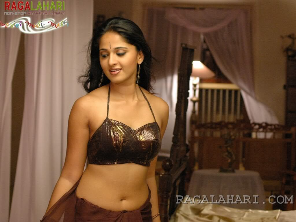 Anuska Gallery - Sexy Actress Pictures | Hot Actress Pictures - ActressSnaps.com