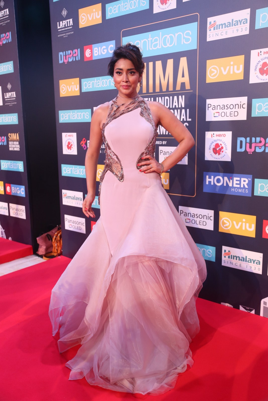 Shriya Saran Pictures from SIIMA Event - Sexy Actress Pictures | Hot Actress Pictures - ActressSnaps.com