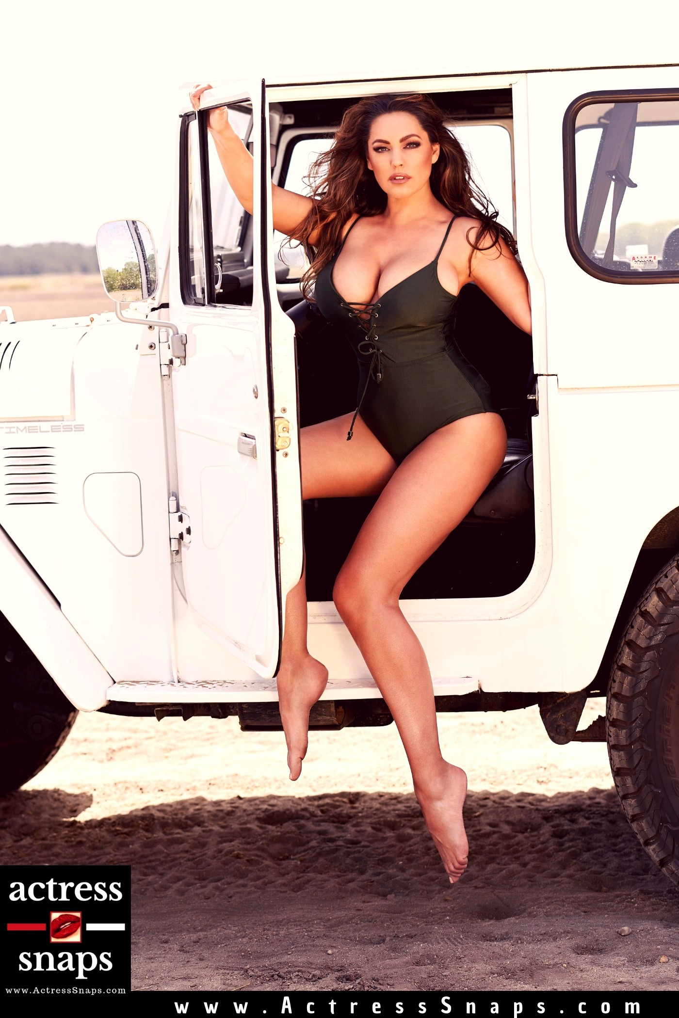 Kelly Brook - 2020 Calendar Photos - Sexy Actress Pictures | Hot Actress Pictures - ActressSnaps.com