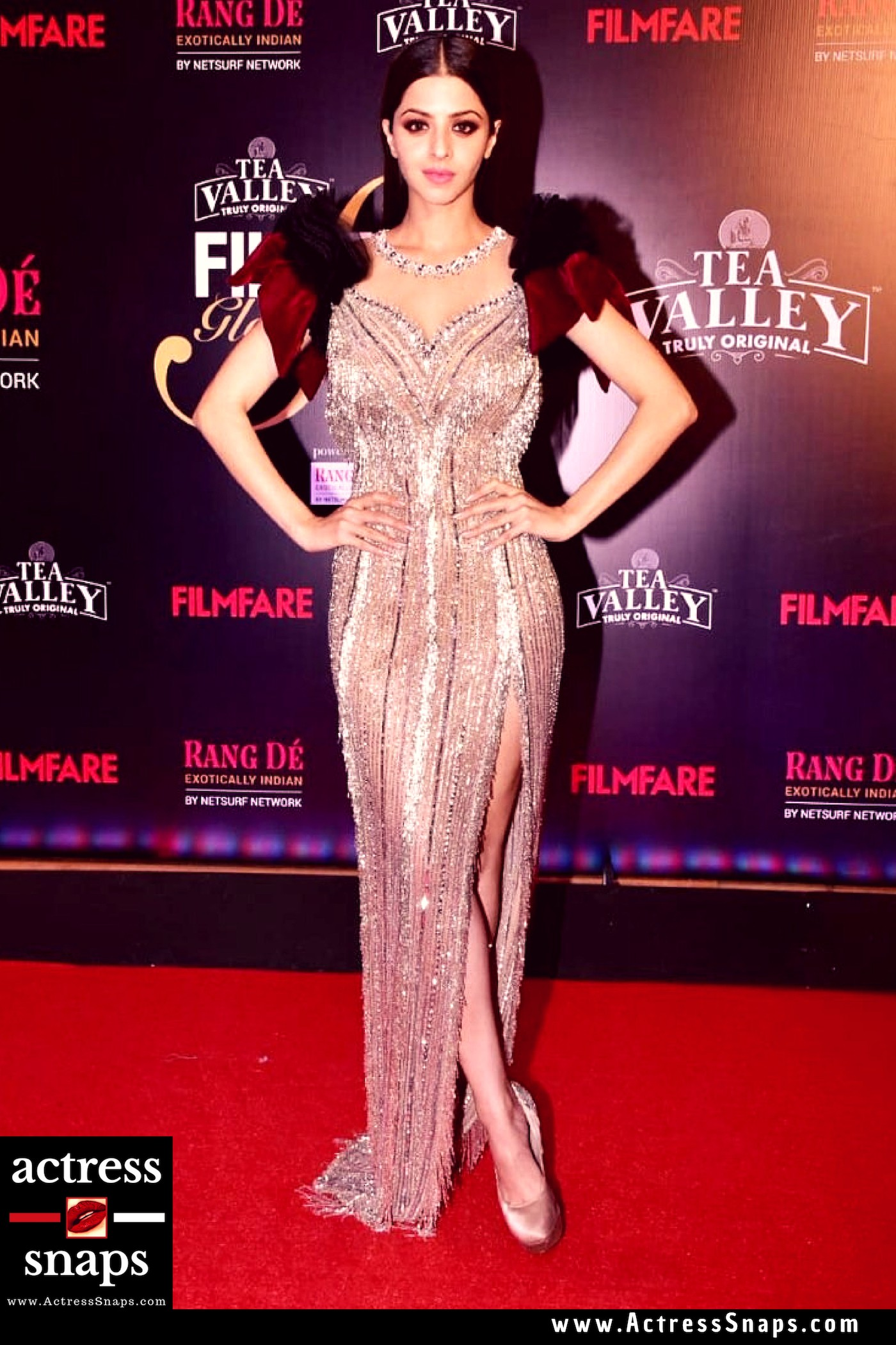Sexy Vedhika Photos from filmfare Event - Sexy Actress Pictures | Hot Actress Pictures - ActressSnaps.com